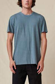 GLOBE HORIZON STRIPED TEE STEEL BLUE