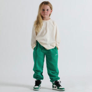 SONNIE BUTTERCREAM LS TEE AND COURT GREEN SWEATPANTS